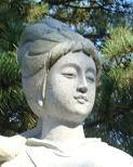 蚶満寺境内の西施石像