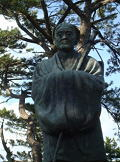 蚶満寺境内の芭蕉像